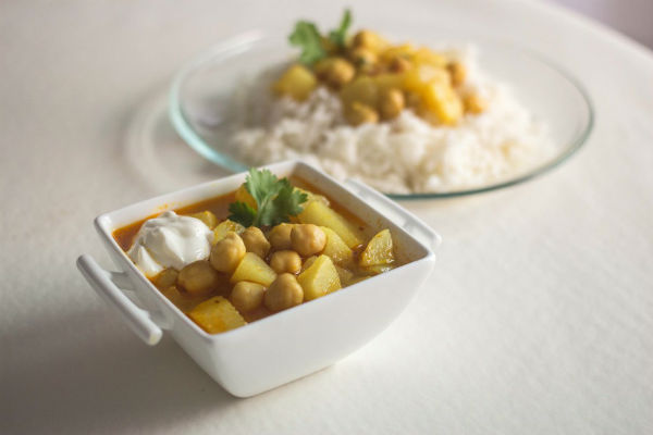 Receta de curry vegetariano con nabo y garbanzos eco