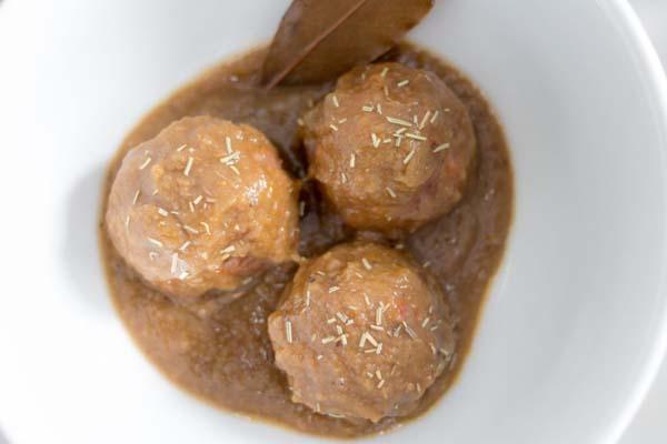 receta albondigas en salsa de berenjena
