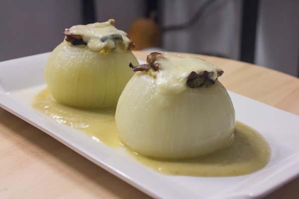 receta cebollas rellenas de setas y calabacin ecologico