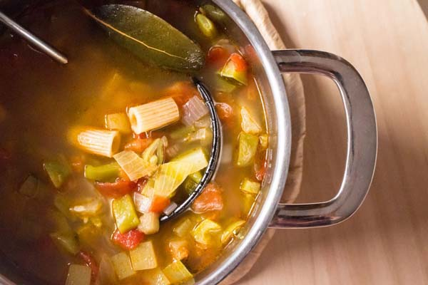 Receta de sopa de verduras con pasta ecológica
